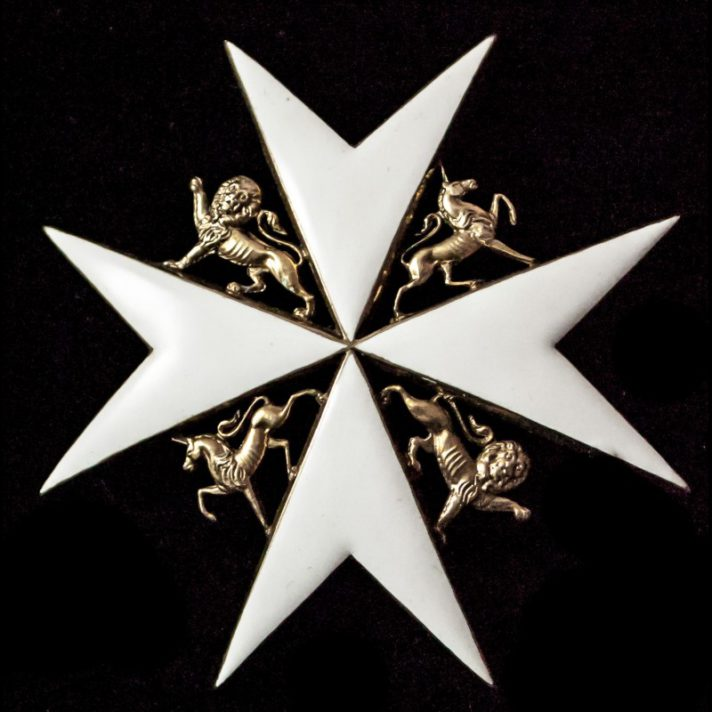 Eight-pointed cross with the lion in the top left and bottom right segments, and the unicorn in the top right and bottom left segments.