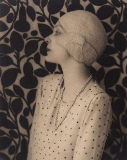 Image of Doris Zinkeisen circa 1929 Public Domain image
