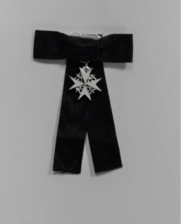 "ALT=""A black ribbon with a small white eight pointed cross with lion and unicorn supporters in silver hanging from the centre of the bow"""