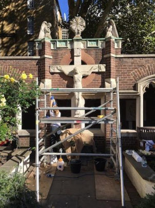 Scaffolding for the Crucifixion statue
